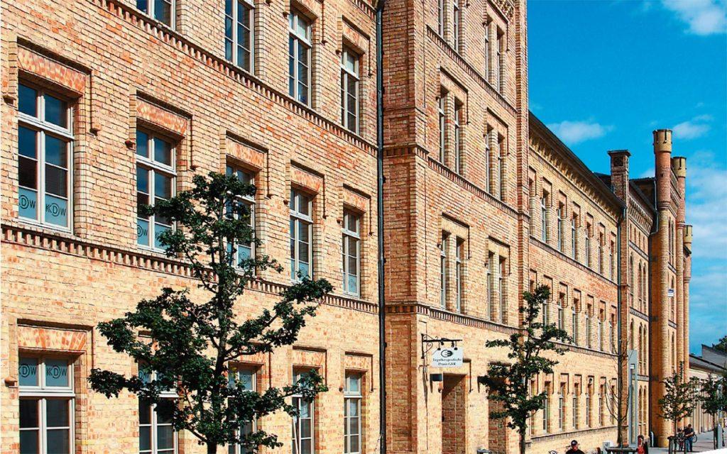KDW Gebäuder der Technical Help GmbH in Neustreltz ehemahlige Husarenkaserne